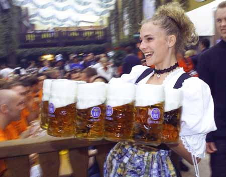 woman beers octoberfest