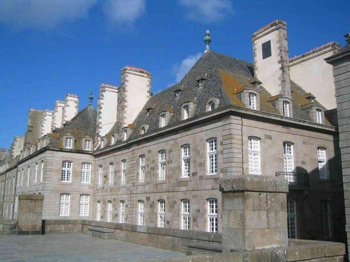 Saint malo intra muros location apartment rental st malo vermietung alquiler affitto - Location appartement meuble saint malo ...