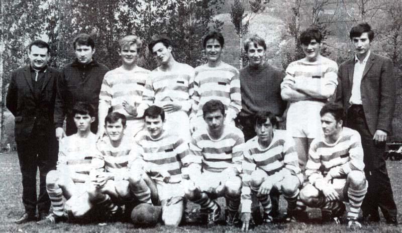 Vic-sur-Cère : l'équipe de football à travers le temps