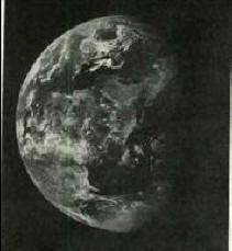 Photo de la NASA prise par satellite. On distingue bien le trou au niveau du pôle
