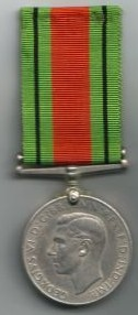 [ LES TRADITIONS DANS LA MARINE ] Question sur fourragère Gb_defense_medal